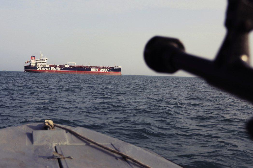 7月衝突再升高。德黑蘭扣押行經霍姆茲海峽的英國油輪「斯坦納帝國號」(Stena ...