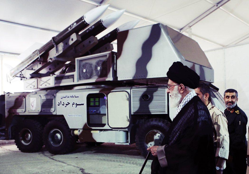 伊朗畢竟是混合式民主體制,除了得衡量國內民意外,更重要的是宗教力量。最高領袖哈米...