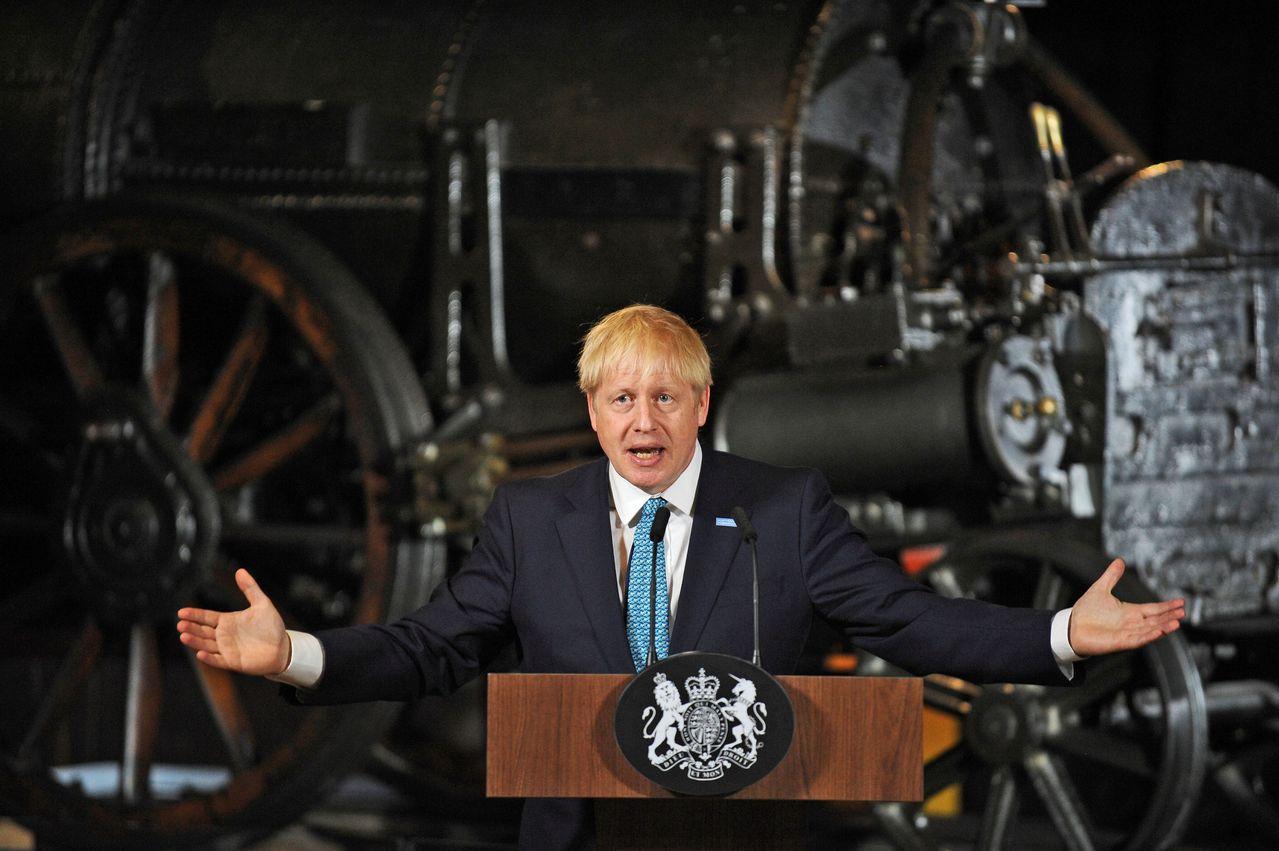 強森27日在曼徹斯特就國內施政首務發表談話。路透
