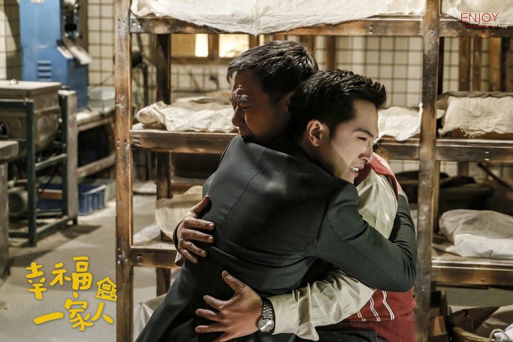 劇中邱澤(左)知道父親重病後,才開始理解父親。圖/恩喬依影視提供