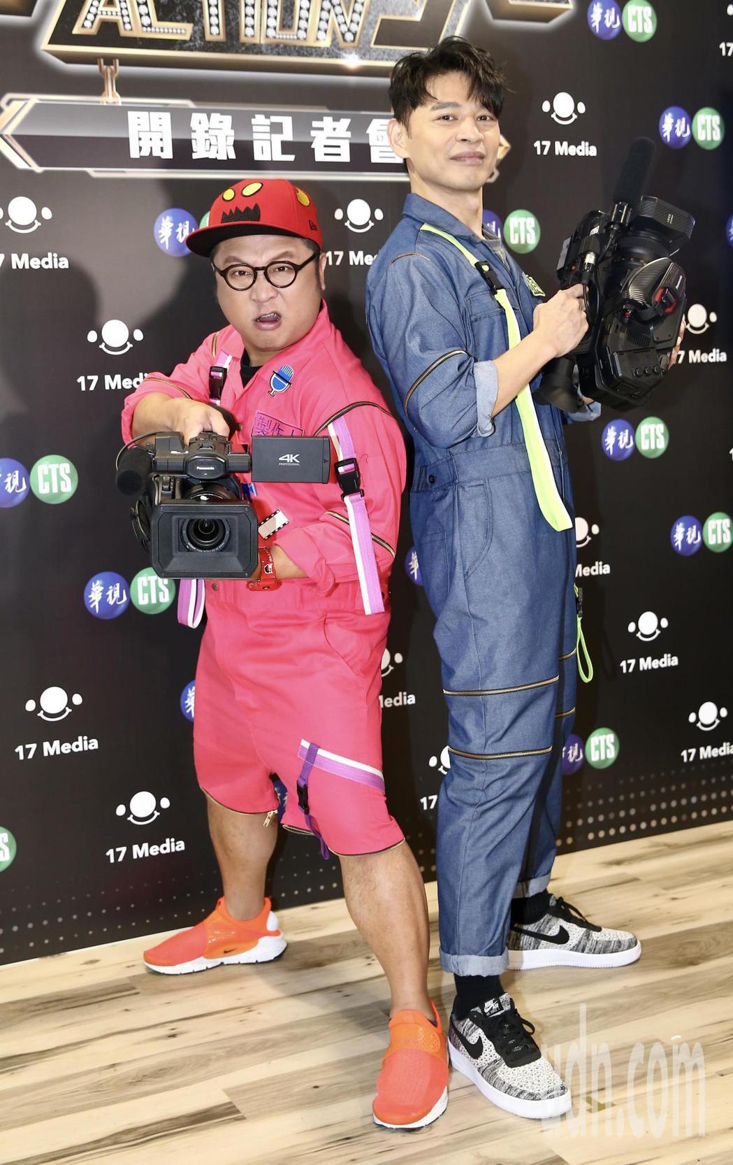 藝人阿Ken(右)、納豆(左)直播新節目開播,宣傳新節目。記者許正宏/攝影