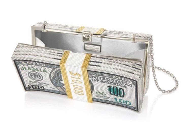 Judith Leiber本季全新打造出一整疊的紙鈔造型手拿包,綴滿彩色水晶。圖...