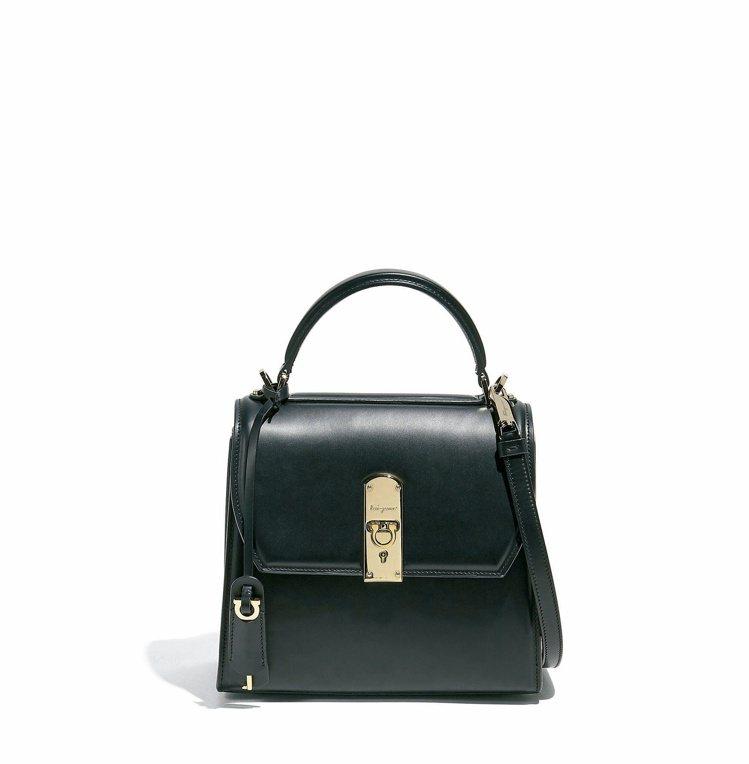 BOXYZ黑色牛皮提包(中),79,900元。圖/Salvatore Ferra...