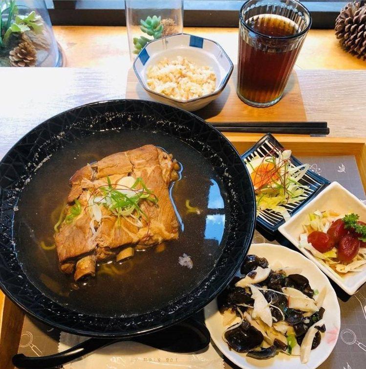 「小覓秘麵食所」除了玫瑰牛肉麵,其他餐點也受到歡迎。IG @angel74062...
