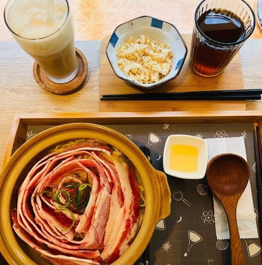 「鮮燙玫瑰牛肉翡翠麵」搭配套餐更滿足。IG @angel740627 提供 ...
