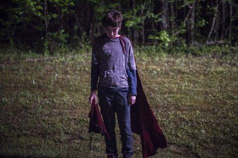 要是一個來自其他星球的男孩,彷彿奇蹟般地降落在地球上,但他並沒有如大家所期待,變成一個保護人類的超級英雄,反而成為了即將血染全鎮的絕對夢魘,那這個世界將會變成什麼樣的所在?在這個由超級英雄霸佔全球流...