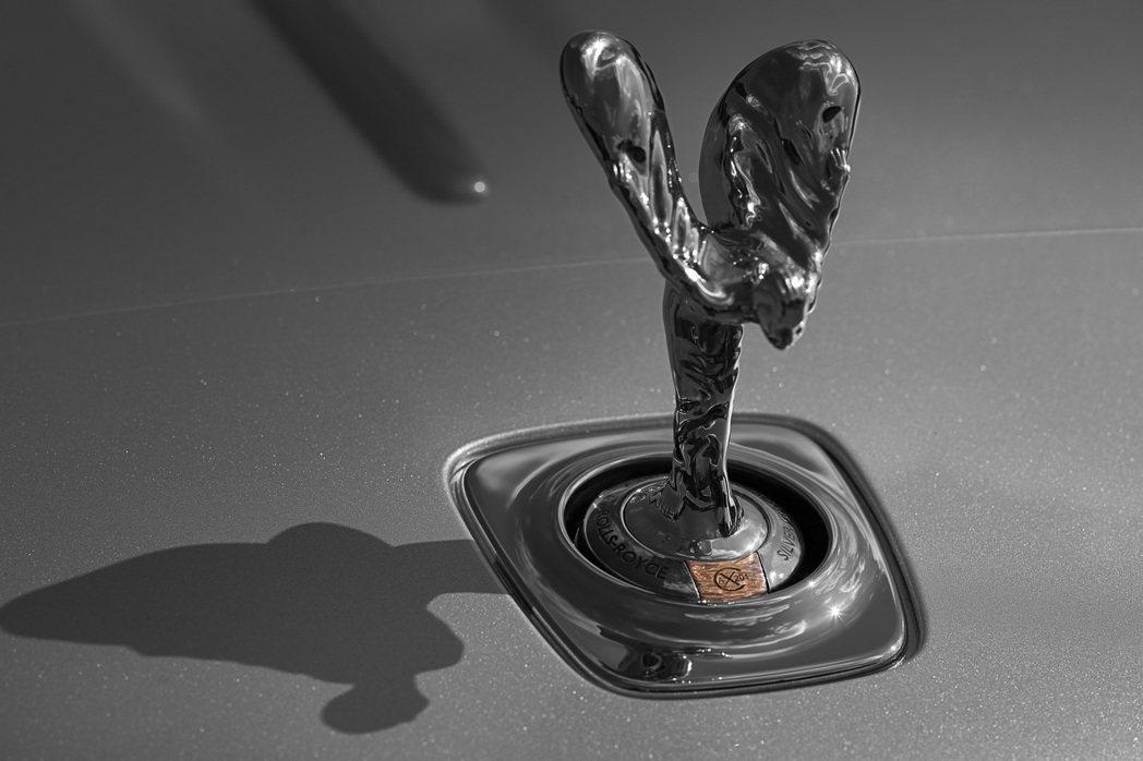 挺立的純銀歡慶女神。 Rolls-Royce提供
