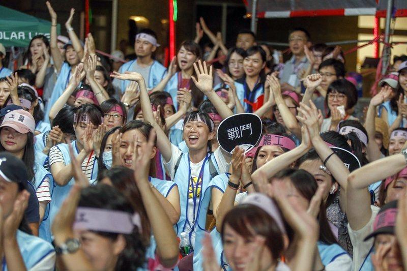 2019年7月5日,歷經17天的罷工,長榮航空勞資雙方簽署團體協約,罷工宣告落幕...