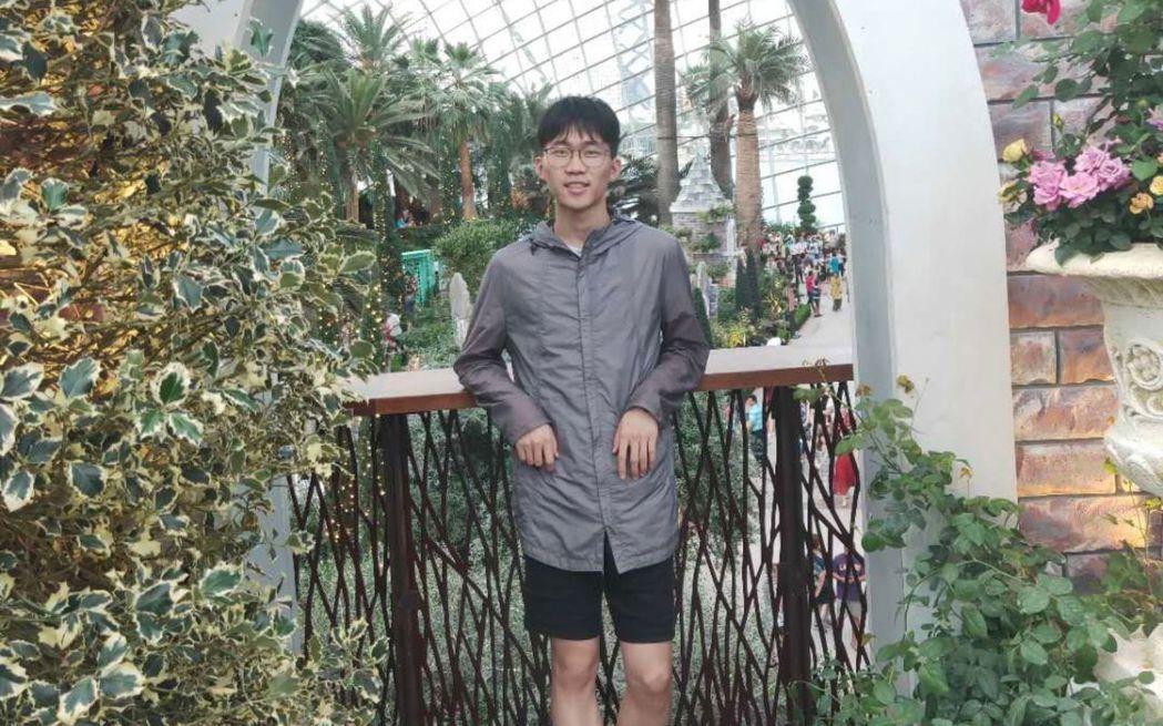 遭到電擊的大學生呂鑫偉。圖擷自新京報網