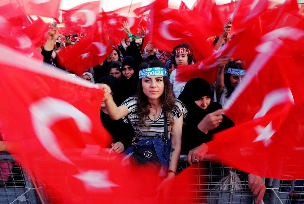 為了防止AKP的崩解,厄多安預計接下來將加大力度掌控土耳其政治,或將焦點轉向與其...