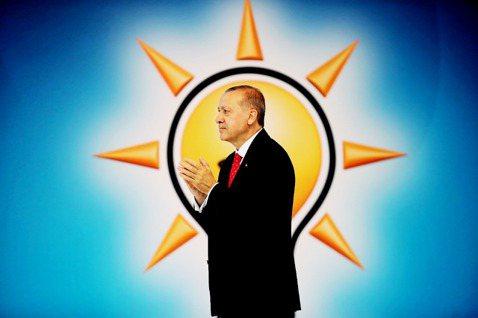 厄多安、巴巴江、居爾與達悟特奧盧,都是AKP元老級的重要人物。2001年AKP創...