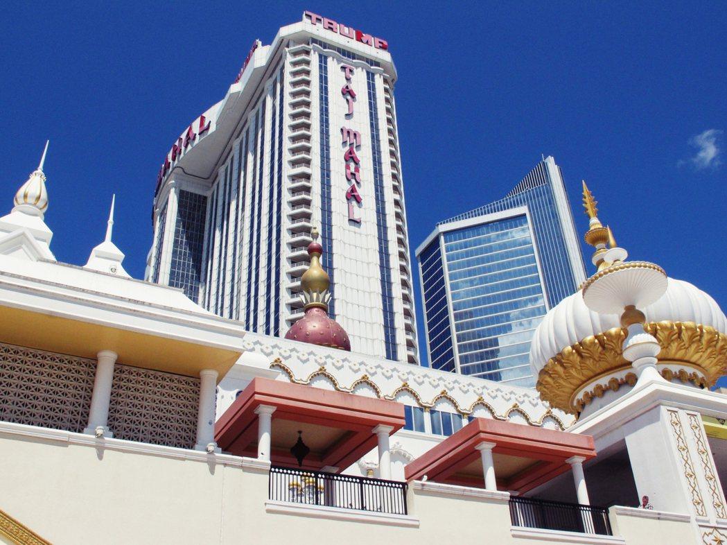 位於大西洋城的「泰姬瑪哈陵賭城」,想要仿製印度的泰姬陵,但反而更像東正教的洋蔥頂...