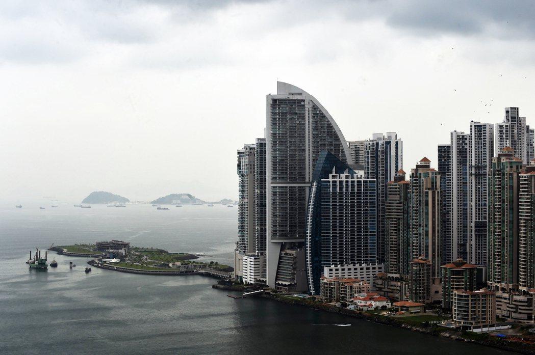 「是不是該付杜拜帆船飯店版權費啊?」巴拿馬的川普國際酒店大廈(圖),擺明直接抄襲...