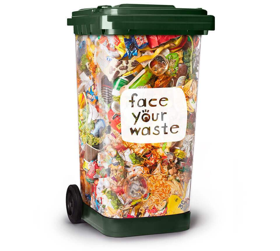 澳洲推出公共透明垃圾桶,讓民眾在丟垃圾同時為自己的垃圾量負責。圖取自「面對你的垃...