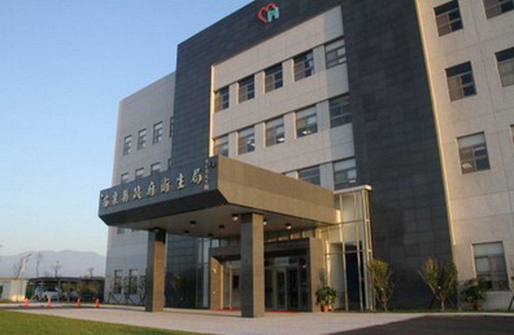 苗栗縣毒品防制及心理衛生中心人員目前在衛生局大廳辦公。記者胡蓬生/攝影