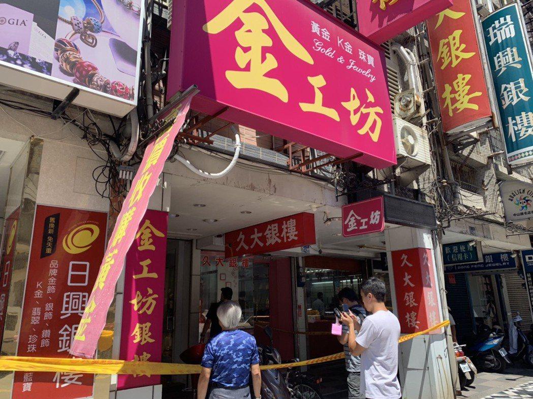 花蓮市一家銀樓今日中午發生搶案。記者王思慧/攝影