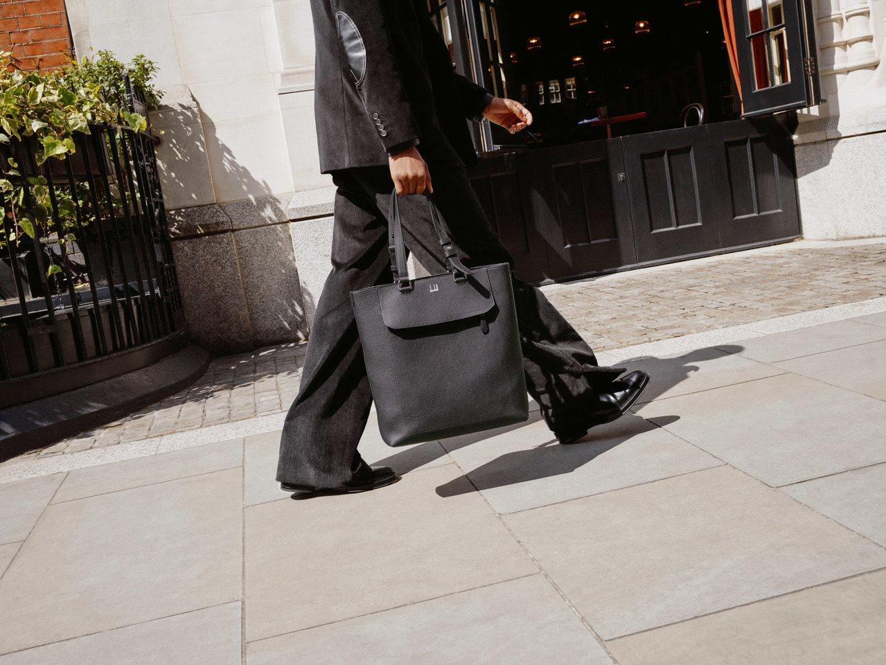 英倫紳士精品的dunhill將在8月推出全新的Belgrave皮具系列,包含了手...