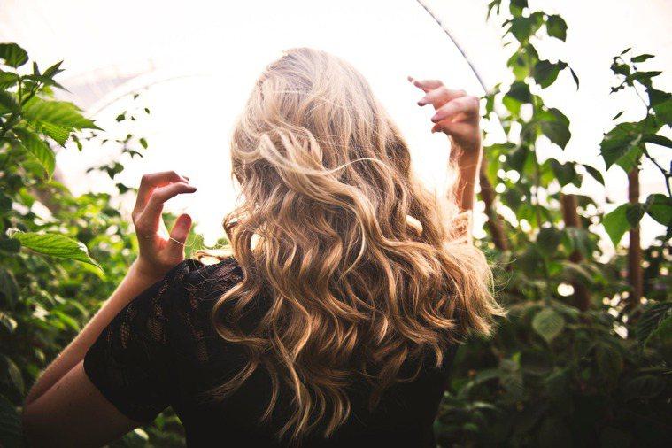 挑選些對頭髮好的食品,也會對護髮有幫助。圖/摘自 pexels