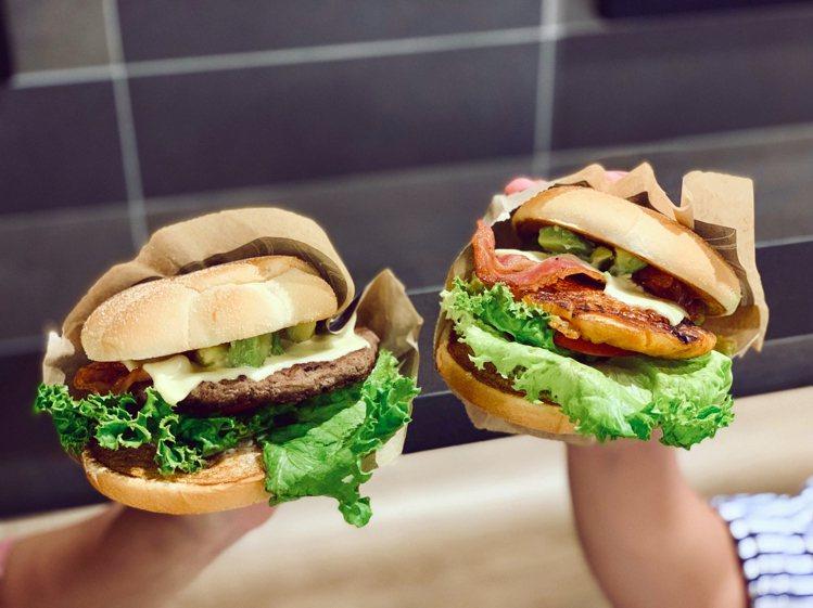 酪梨安格斯黑牛堡(左)、酪梨嫩煎鷄腿堡(右),單點售價149元,經典套單199元...