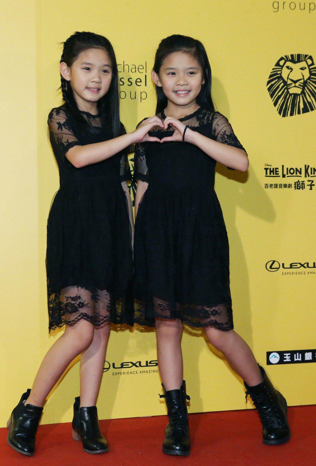 雙胞胎左左右右。記者林俊良/攝影