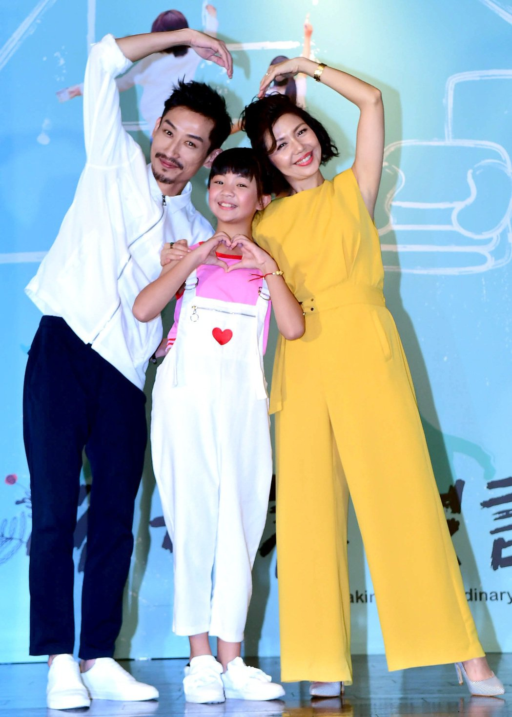 于子育(右起)、吳以涵、陳竹昇演出「俗女養成記」。圖/華視提供
