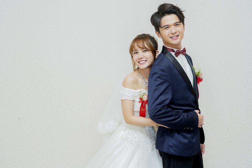 方語昕(右)、尹彥凱「女力報到」辦婚禮。圖/TVBS提供