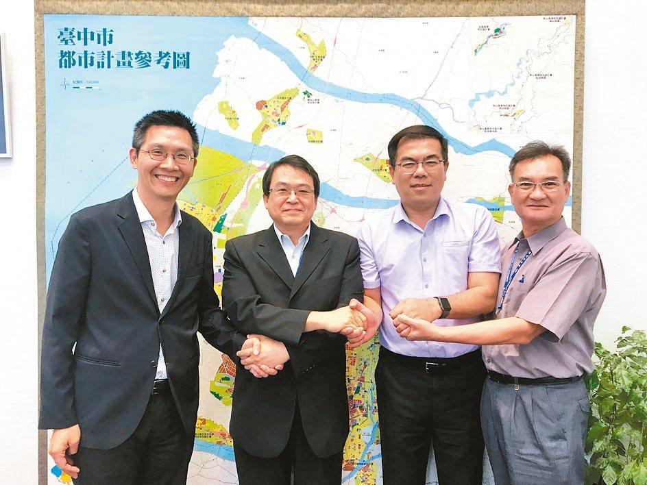 氣象專家彭啟明(右二)與成功大學教授林子平(左)合組「退燒大聯盟」,昨拜會台中市...