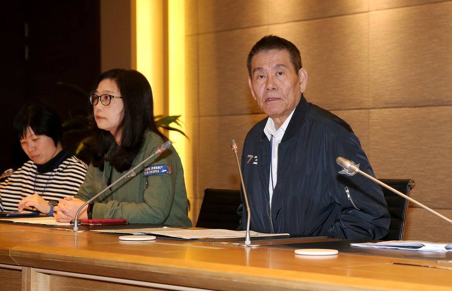 華航董事長謝世謙(右)、前資深副總羅雅美(左二)。 圖/聯合報系資料照片