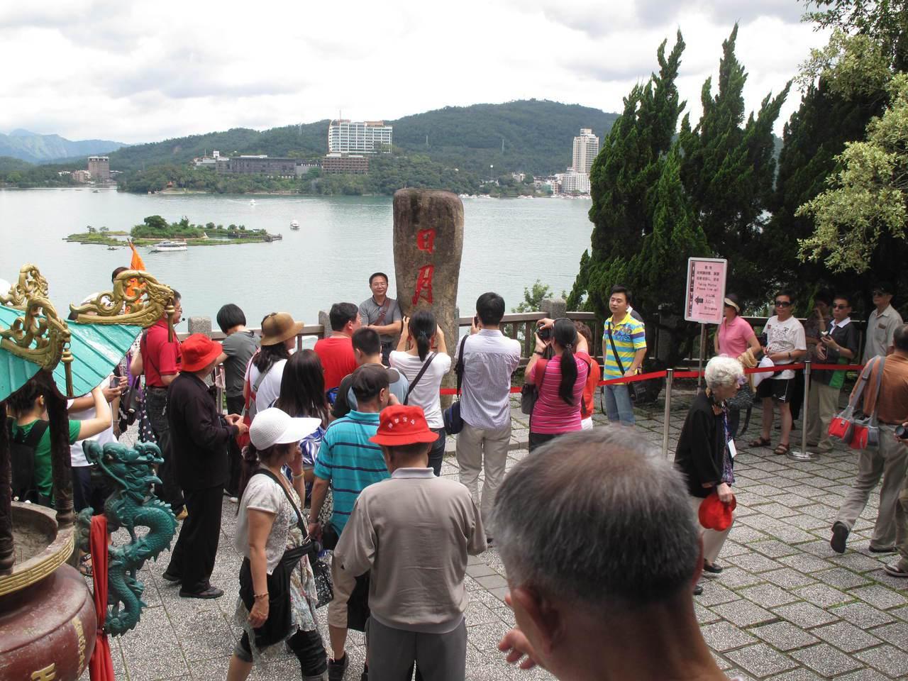 日月潭是陸客必遊的台灣景點之一,大陸全面限縮自由行,讓南投觀光業者衝擊相當大。聯...