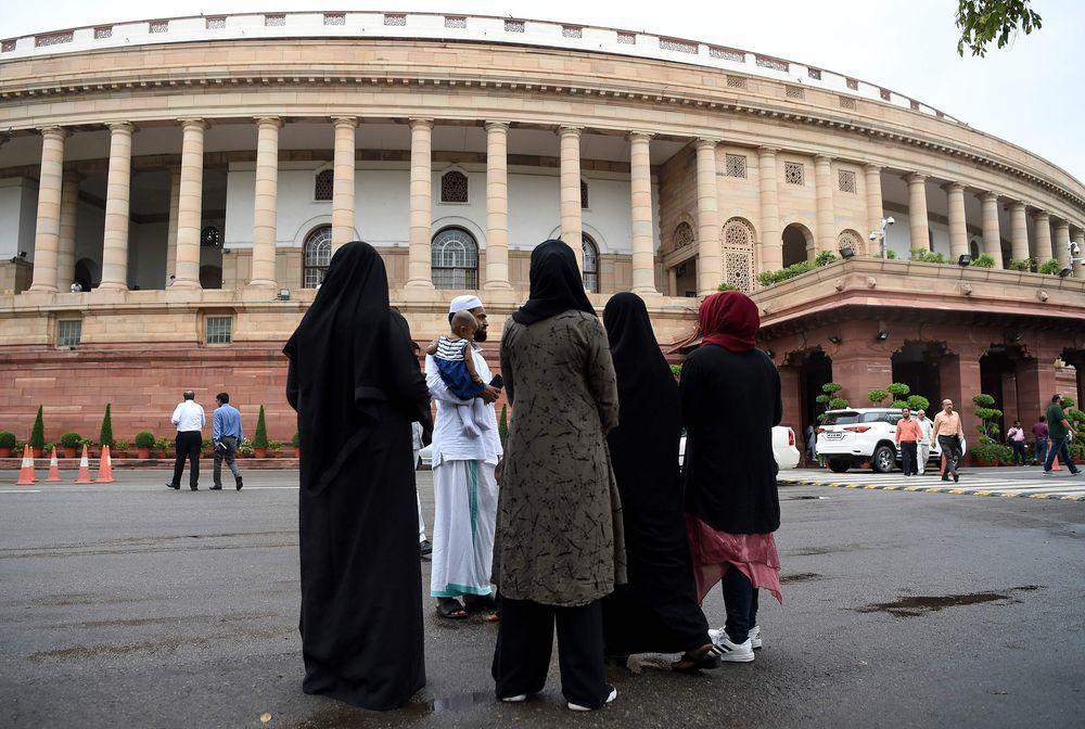 印度國會7月30日立法禁止「3聲離婚」習俗。(法新社)