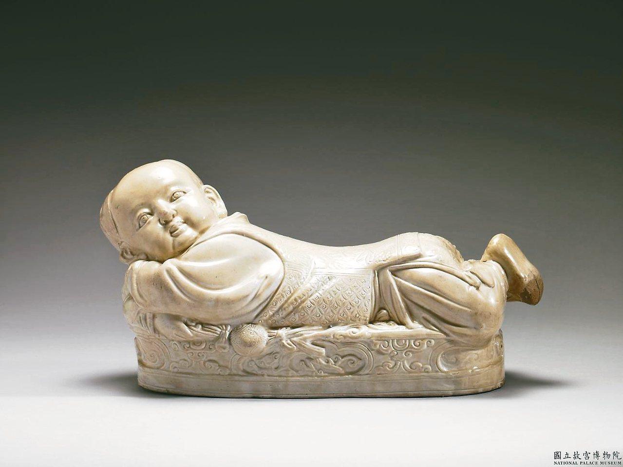 定窯白瓷嬰兒枕 圖/故宮提供