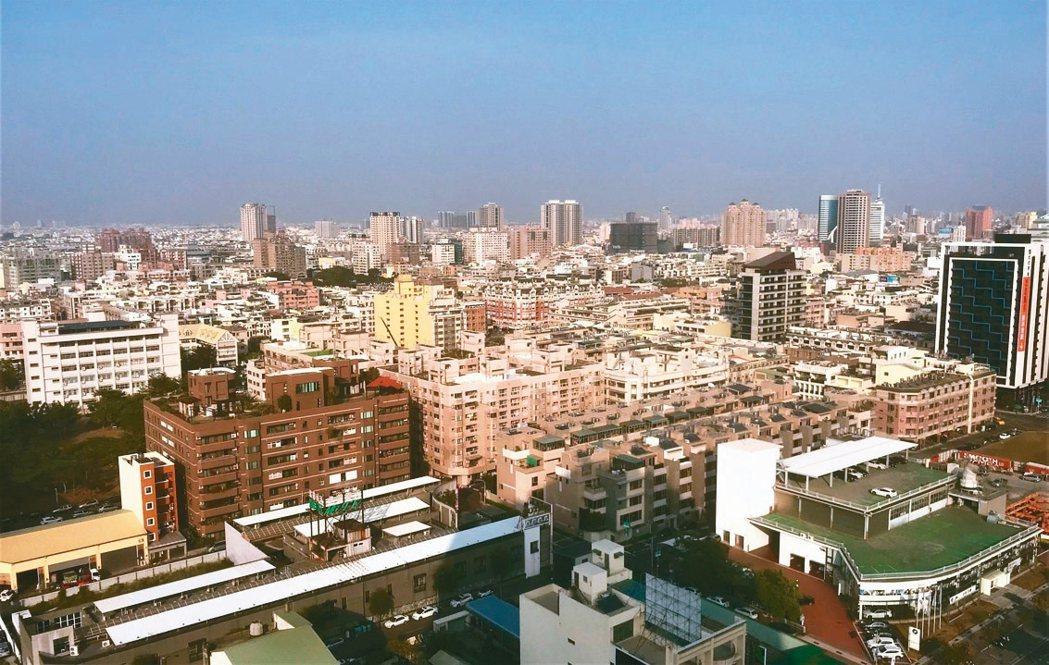 六都陸續公布7月房屋買賣移轉棟數達2.3萬棟,月增20%,年增17%。 記者游智...