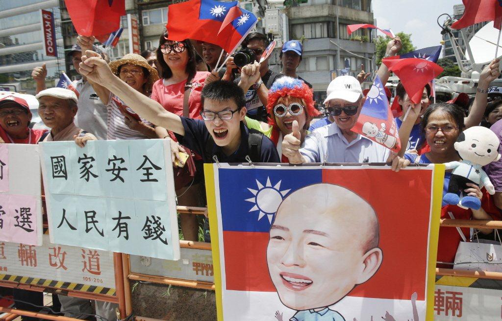 韓國瑜是台灣進入M型社會之後,第一個引領反建制風潮的新型政治人物代表。 圖/美聯...