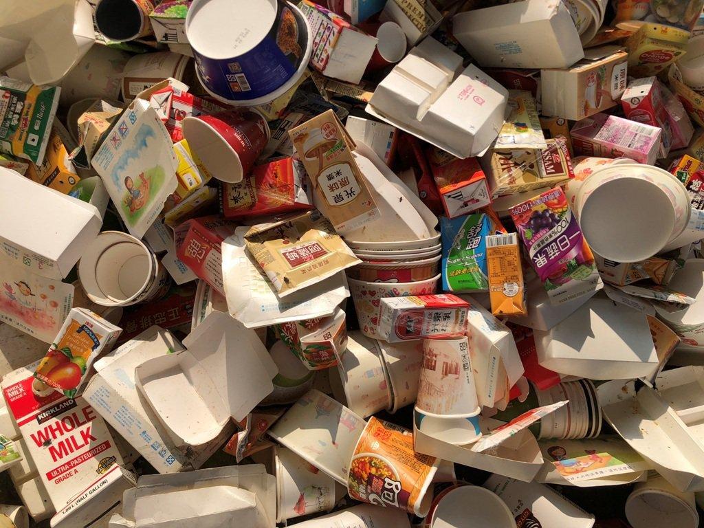下次再看到紙杯、紙碗時請記得,紙容器可以回收,不是垃圾,但是跟一般紙類要分開。 ...