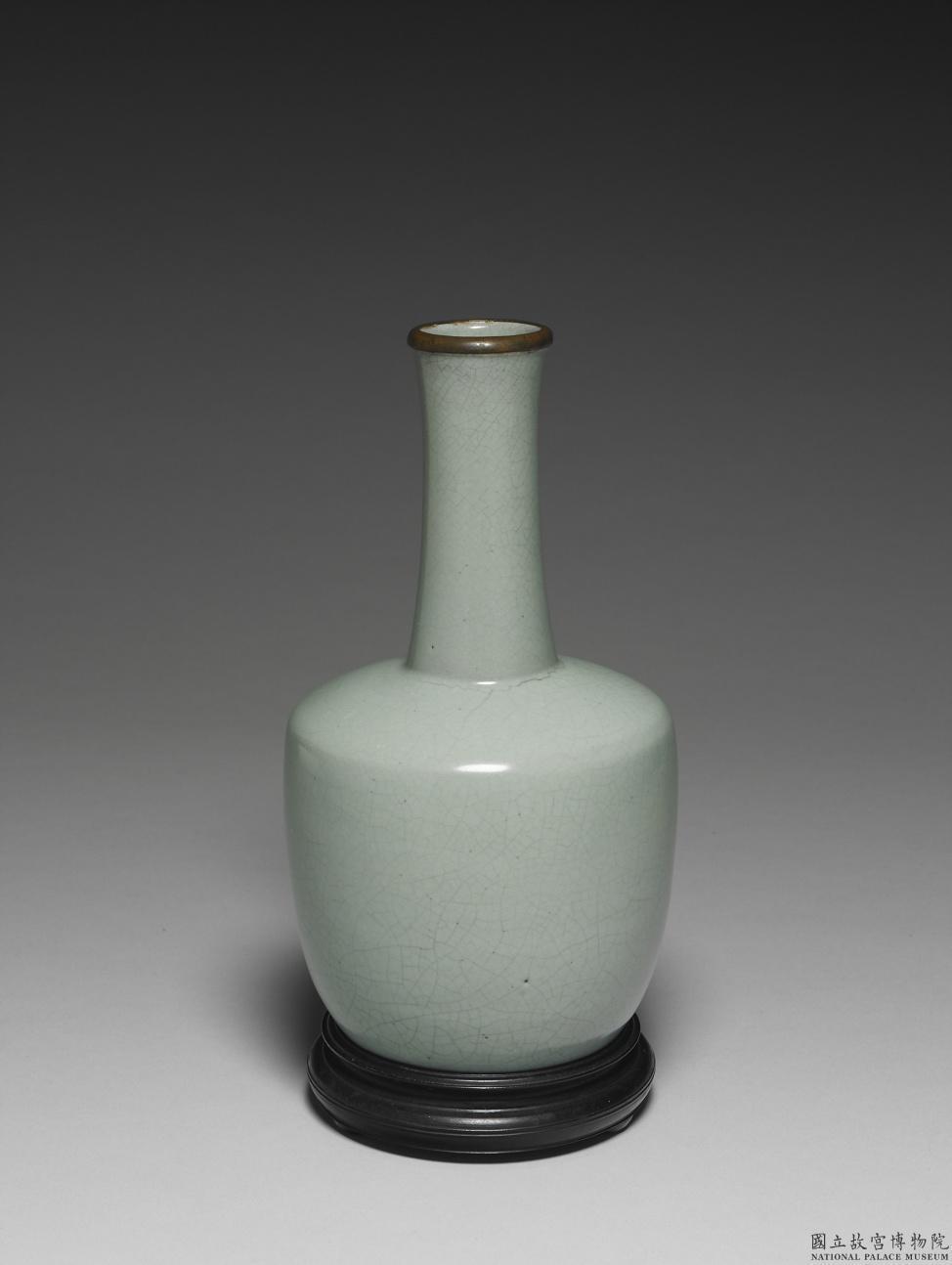 北宋汝窯青瓷紙槌瓶,是故宮最新國寶之一。圖/故宮提供