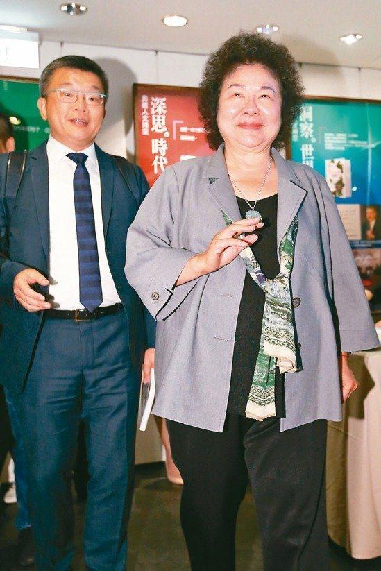 私菸案爆發第八天首度面對媒體,總統府秘書長陳菊表示,「如果有我的責任,我會承擔」...
