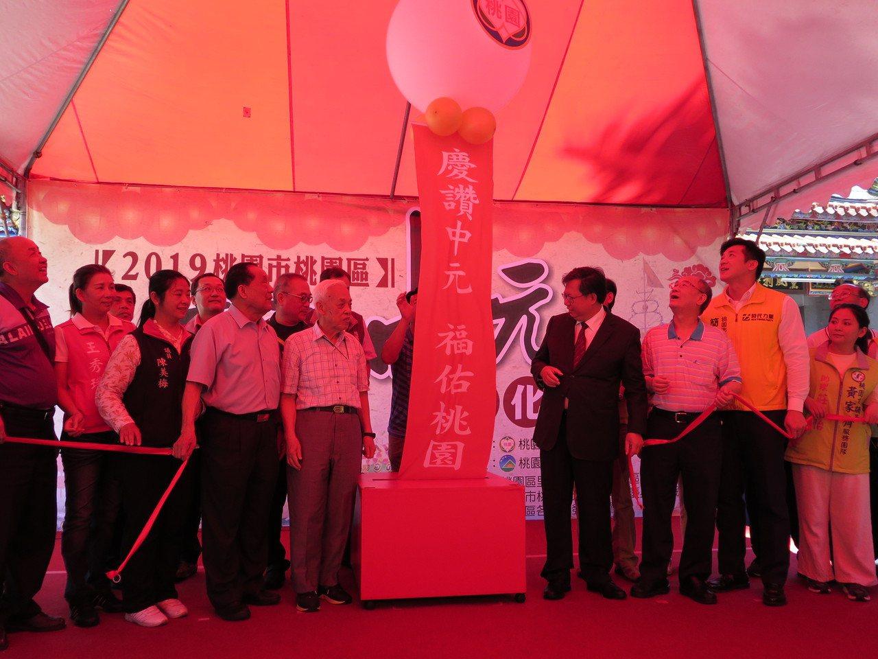 農曆7月將屆,桃園市桃園區有百年傳統的慶讚中元文化活動將開跑,區公所今天在景福宮...