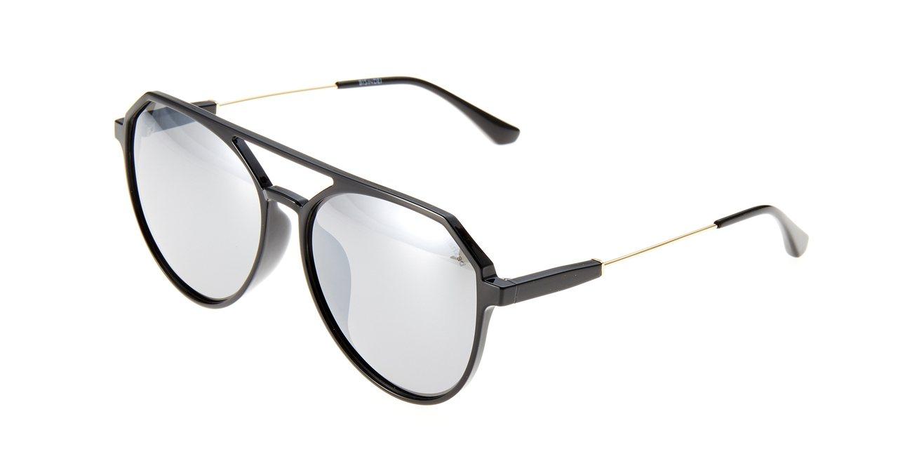 BIN IN DEI雙槓墨鏡,2,990元。圖/永三提供