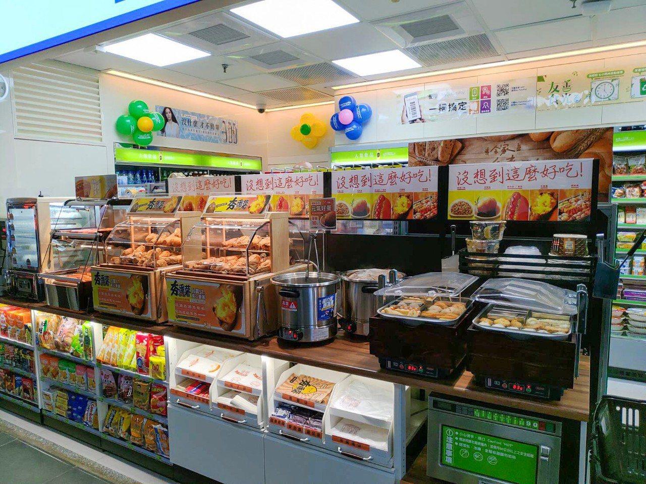 全家便利商店的台鐵據點如果是通勤族轉乘據點,會以鮮食、飲品為主力商品,備貨量較一...
