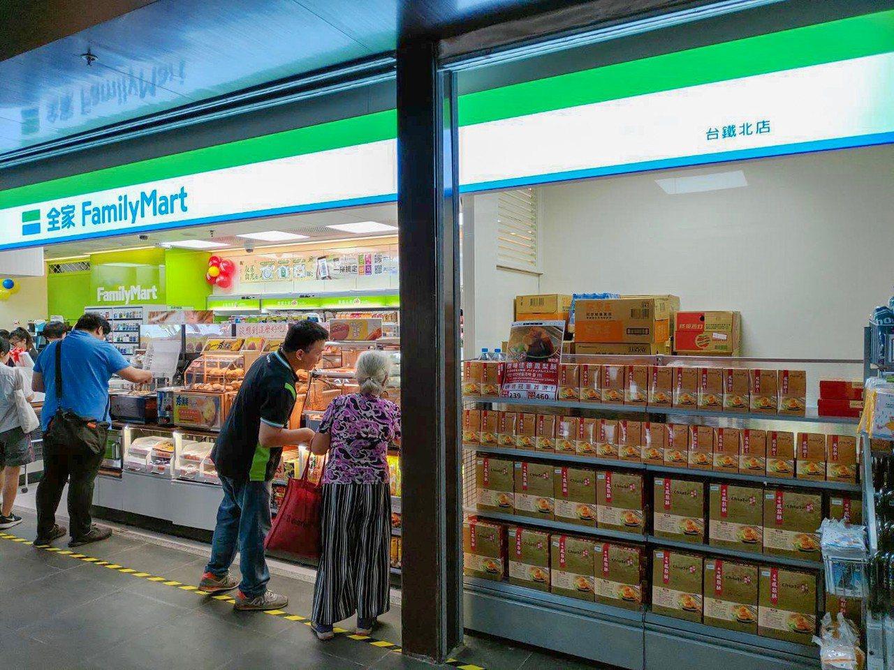 全家便利商店根據台鐵不同站點特性規畫複合店型,店舖商品組合也將因地制宜進行調整,...