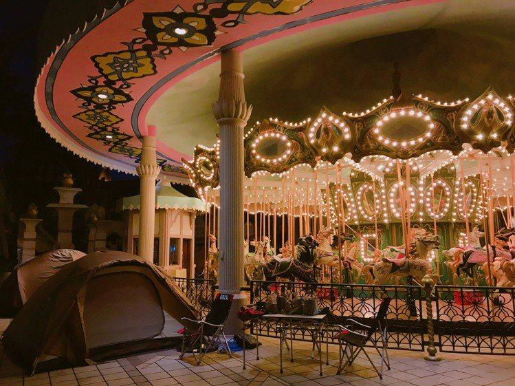 到六福村露營感受特別的遊園氛圍。圖/六福村提供
