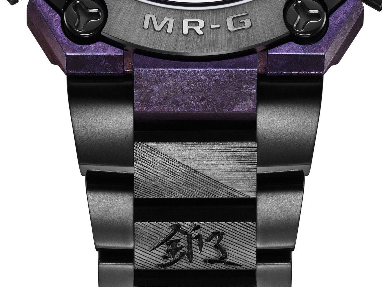 表圈下方的第二節刻有漢字「鍛」,來自月山家族所信奉的「鍛刀一筋」,意涵對鍛造工藝...