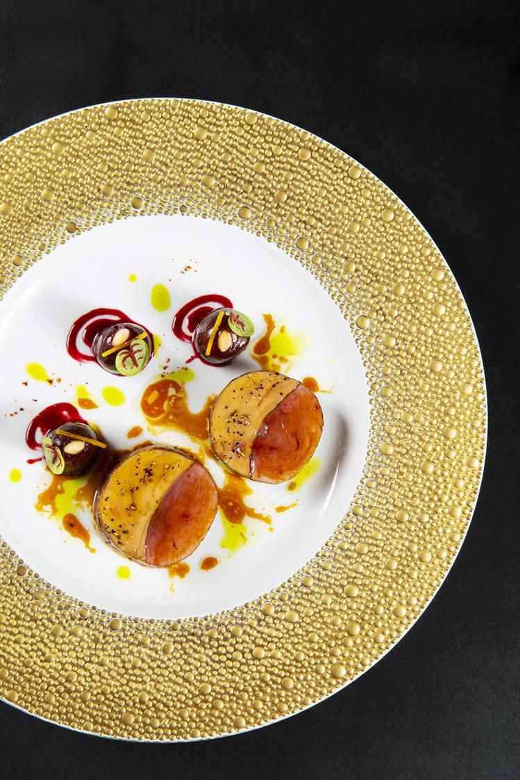 鴨胸及鴨肝捲佐薑味櫻桃。圖/侯布雄法式餐廳提供