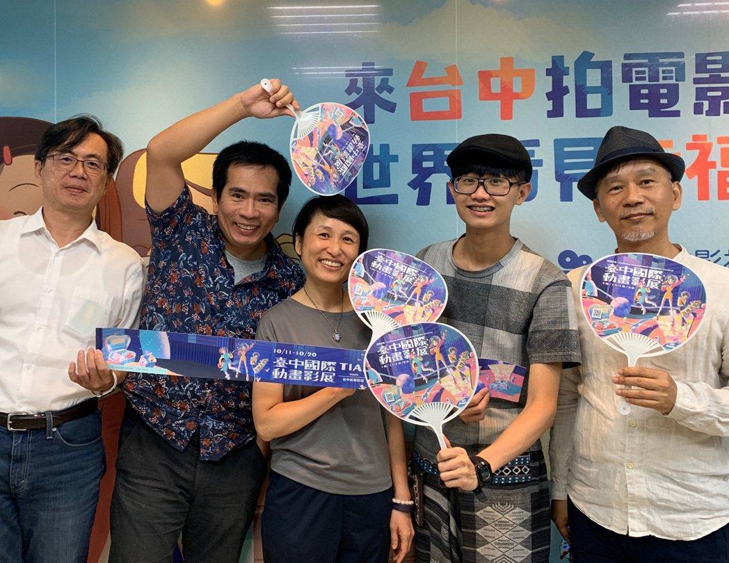 台中市影視發展基金會執行長林盈志(左起)、初選評審薛佑廷、林巧芳、張徐展與節目總