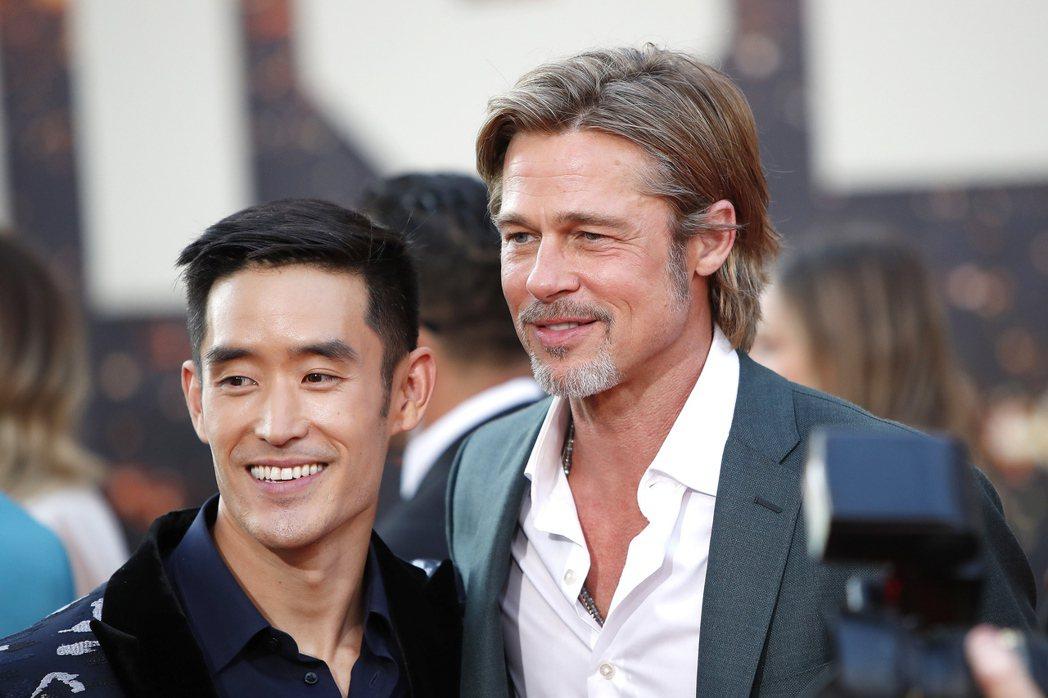 「從前,有個好萊塢」首映會上扮演李小龍的Mike Moh與布萊德彼特開心重逢,沒