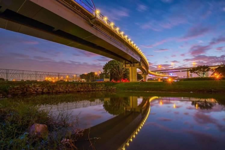 以鵲橋概念所打造的辰光橋,將於8月3日舉行「辰光鵲橋.閃耀七夕」活動。圖/取自新...