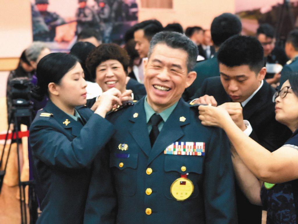 參謀總長李喜明七月屆齡退伍,從總長降編以來,五位參謀總長只有李喜明在任超過兩年。...