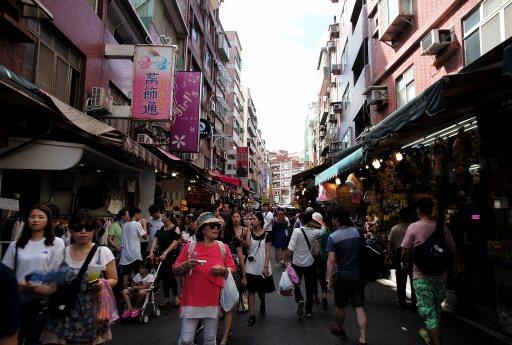 淡水老街是陸客到台灣自由行的喜愛的小清新景點之一。(新華社)