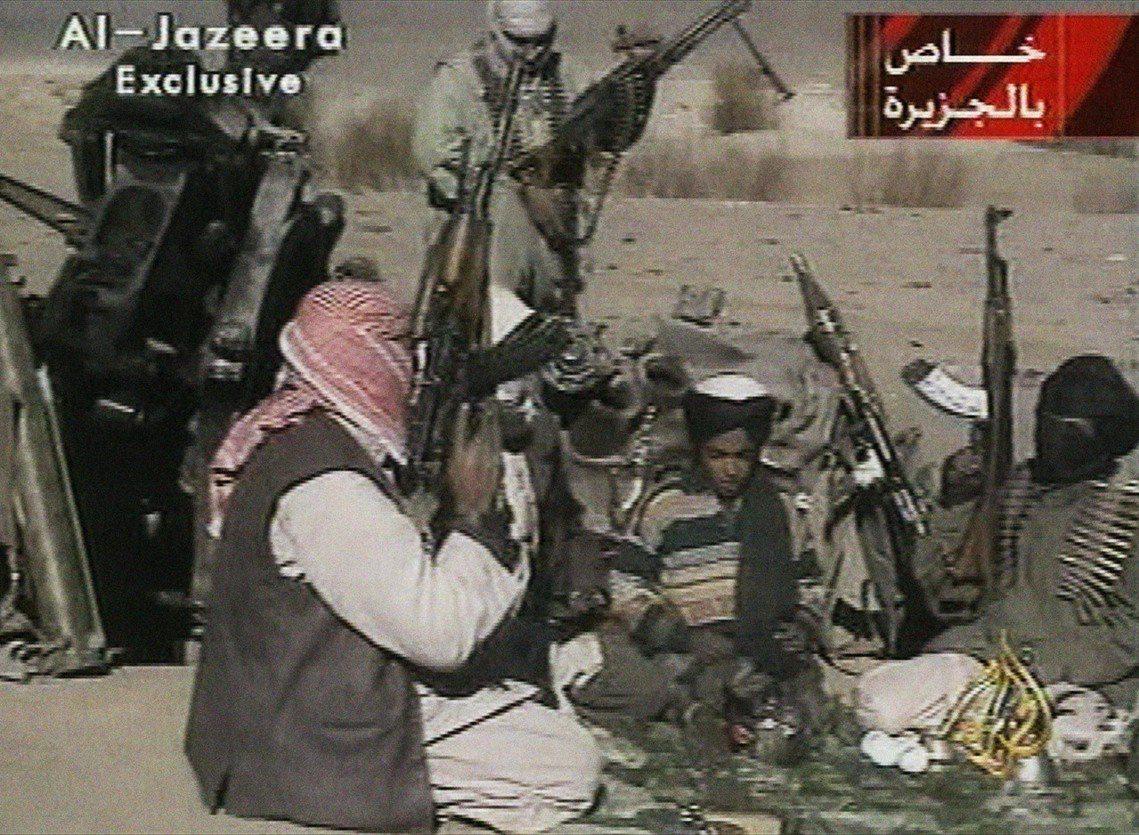 2001年11月,半島電視台在阿富汗加茲尼拍到少年漢薩,正朗誦關於前塔利班首領穆...