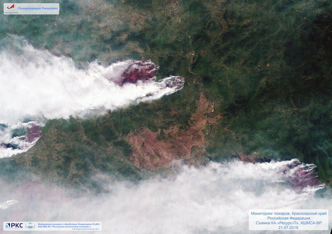 俄羅斯航太7月21日的衛星空照圖,可看到西伯利亞東部的森林大火區域。 圖/美聯社